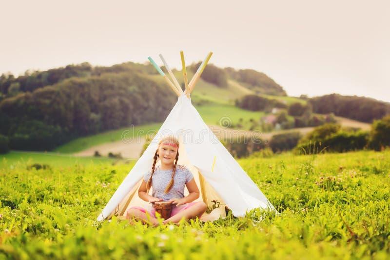 Portrait des kleinen Mädchens lizenzfreies stockbild