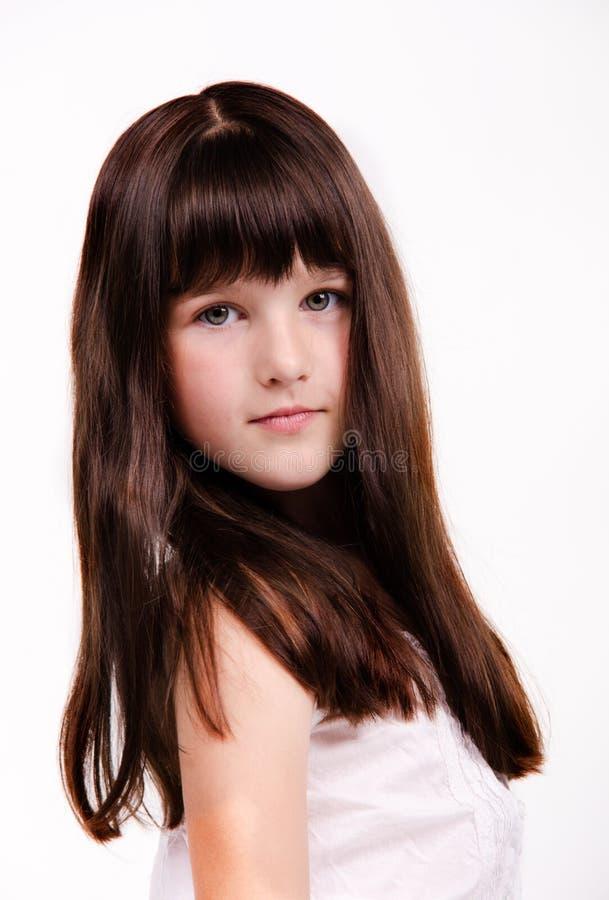 Portrait des kleinen Mädchens mit dem luxuriösen langen Haar stockbild