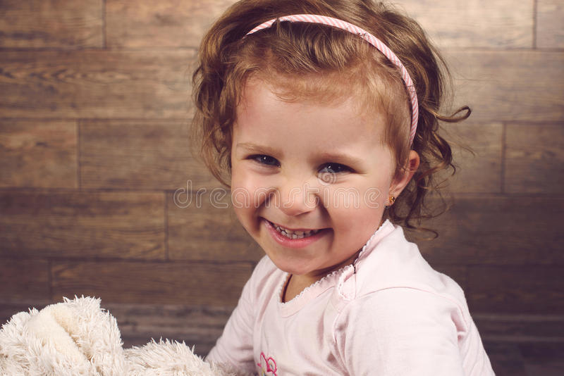 Portrait des lächelnden Mädchens stockbild