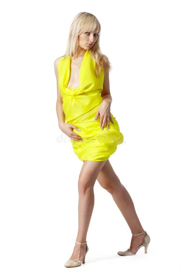 Portrait des Mädchens im Gelb stockfotos