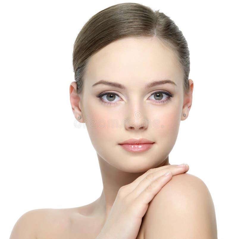 Portrait des Mädchens mit sauberer Haut lizenzfreie stockbilder