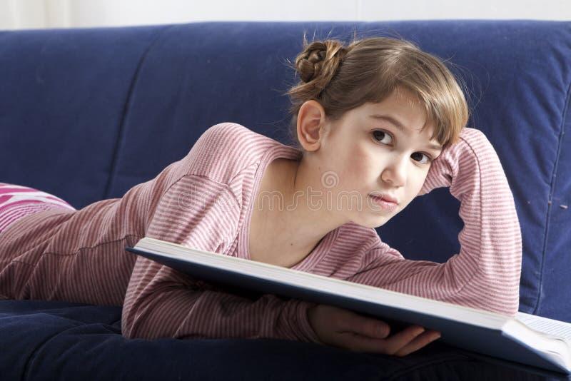 Portrait des nachdenklichen Mädchens lizenzfreies stockbild