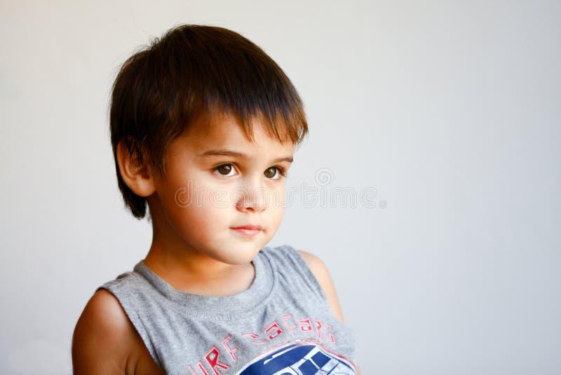 Portrait des netten kleinen Jungen lizenzfreie stockfotos
