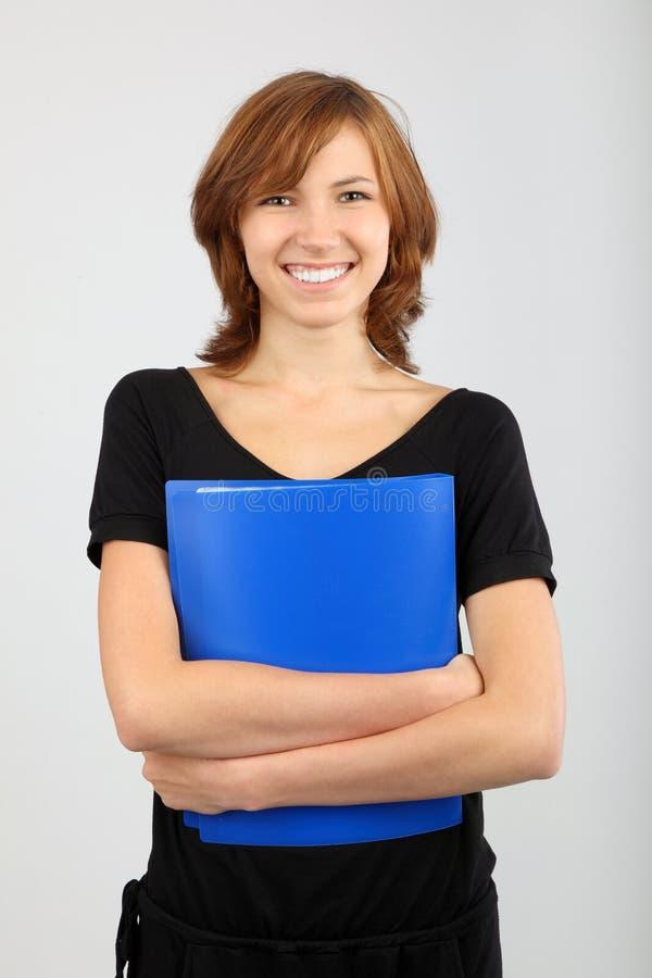 Portrait des netten Mädchens mit Lehrbuch stockbild