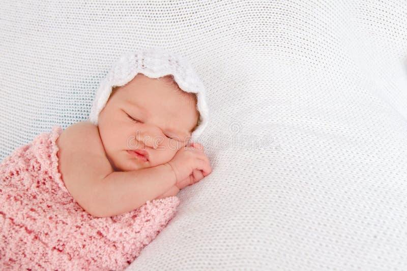 Portrait des netten neugeborenen Schätzchens stockbild