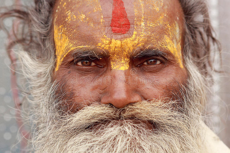 Portrait des pèlerins indous aux cheveux gris images libres de droits