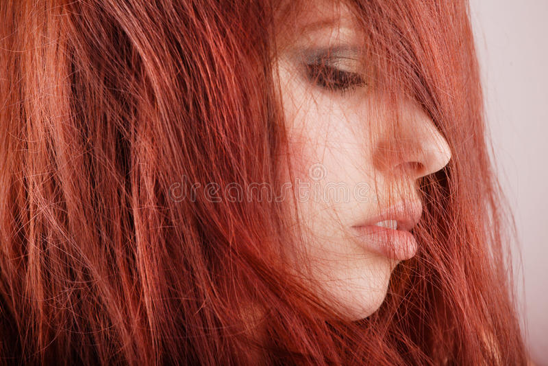 Portrait des recht jungen Mädchens lizenzfreie stockfotos
