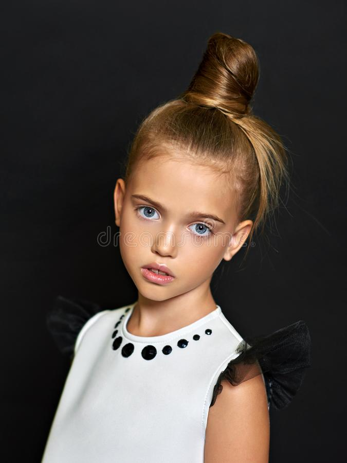 Portrait des schönen Kindes stockfotos