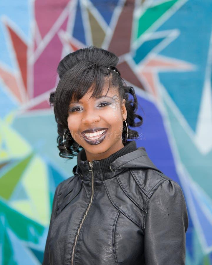 Portrait des schönen schwarzen Mädchens lizenzfreie stockfotografie