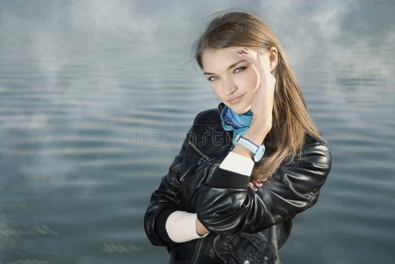 Portrait des Schönheitsmädchens lizenzfreie stockbilder