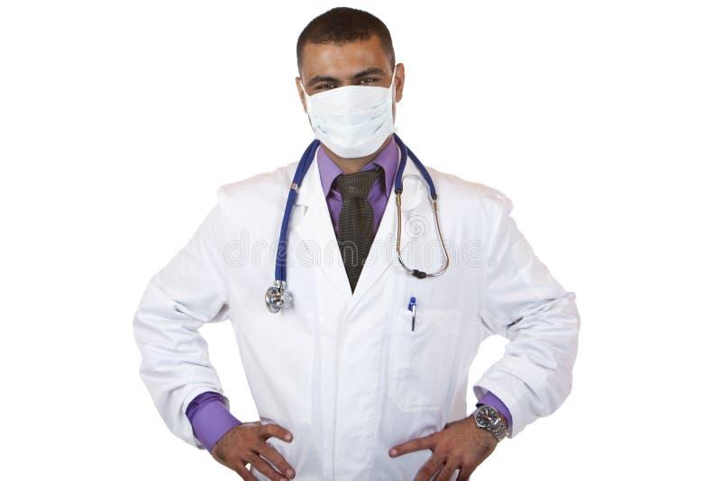 Portrait des Selbstüberzeugten Doktors mit Schablone lizenzfreie stockfotografie