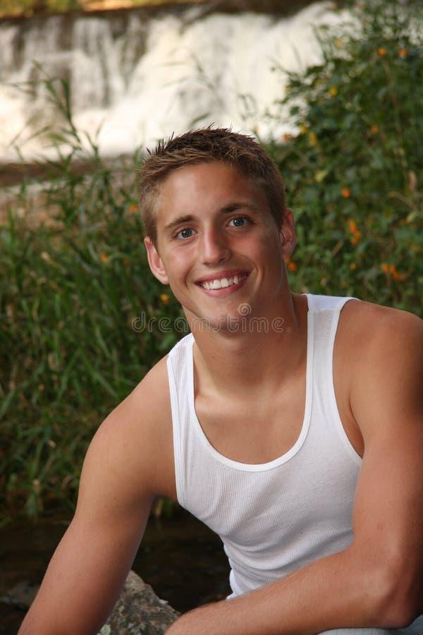 Portrait des stattlichen jungen Mannes stockfotos