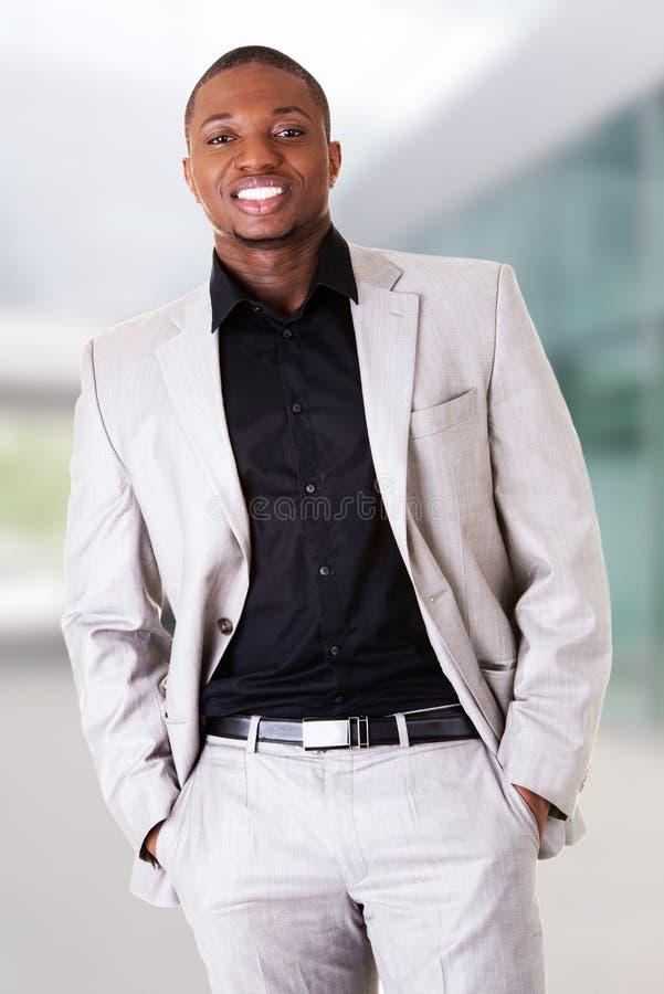Portrait des stattlichen schwarzen Mannes lizenzfreie stockfotos