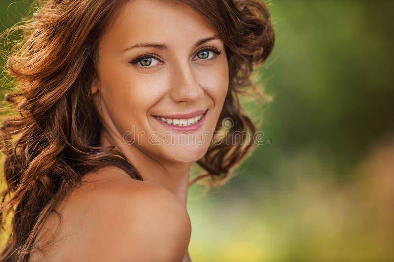 Portrait des verlockenden Mädchens stockbild