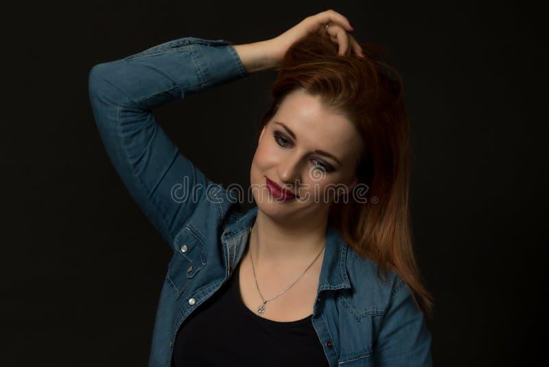 Portrait discret de jeune femme sexy images stock