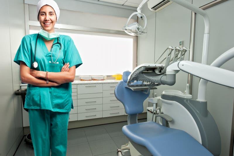 Portrait du sourire de docteur de dentiste photo stock