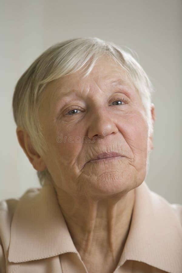 Portrait du sourire de femme agée photo stock