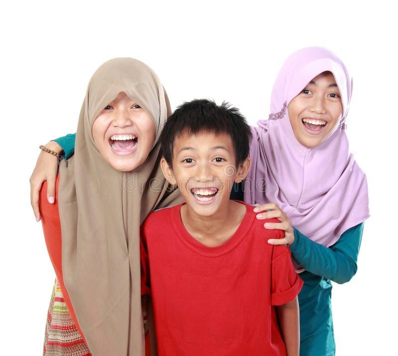 Portrait du sourire de trois enfants photographie stock libre de droits