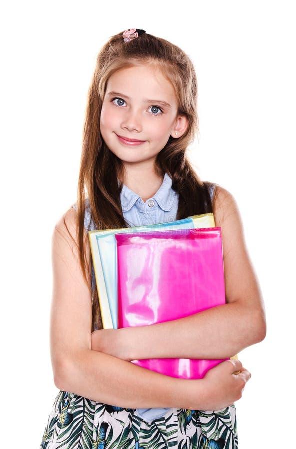 Portrait du sourire mignon heureux petit adolescent d'enfant de fille d'?cole jugeant les livres d'isolement images stock