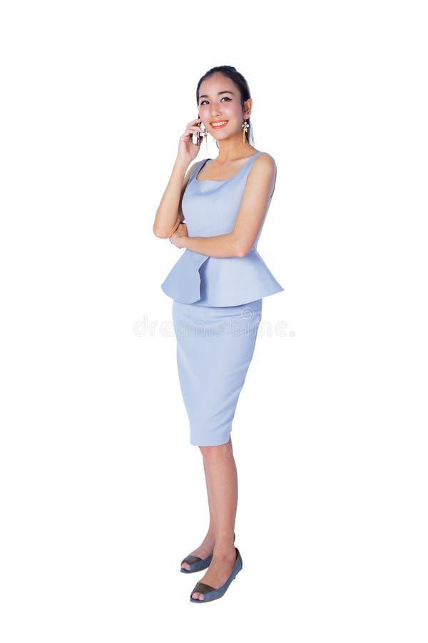 Portrait du téléphone de sourire de femme d'affaires parlant, d'isolement photos libres de droits