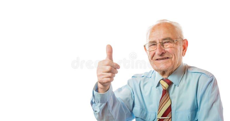 Portrait du vieil homme supérieur européen bel montrant des pouces vers le haut de geste d'isolement sur le fond blanc L'espace l images libres de droits