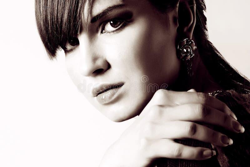 Portrait eine schöne junge Frau lizenzfreie stockfotos