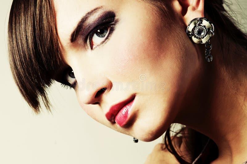 Portrait eine schöne junge Frau stockfotos