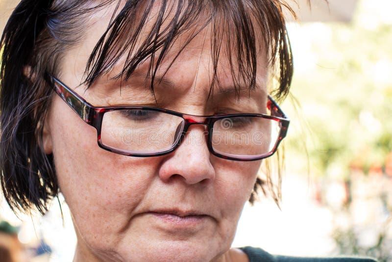 Portrait einer blasserschweren erwachsenen Frau stockbilder