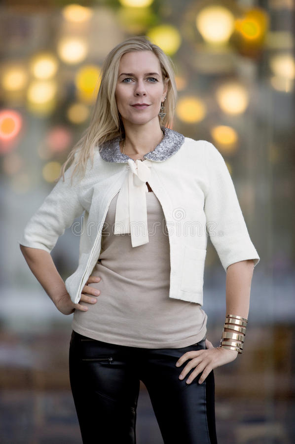Portrait einer blonden Frau stockfoto