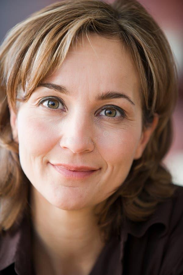 Portrait einer fälligen Frau stockbilder