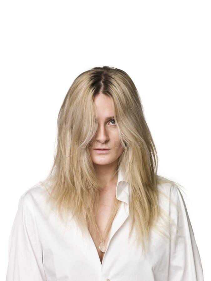 Download Portrait einer Frau stockbild. Bild von hemd, mädchen - 9098371