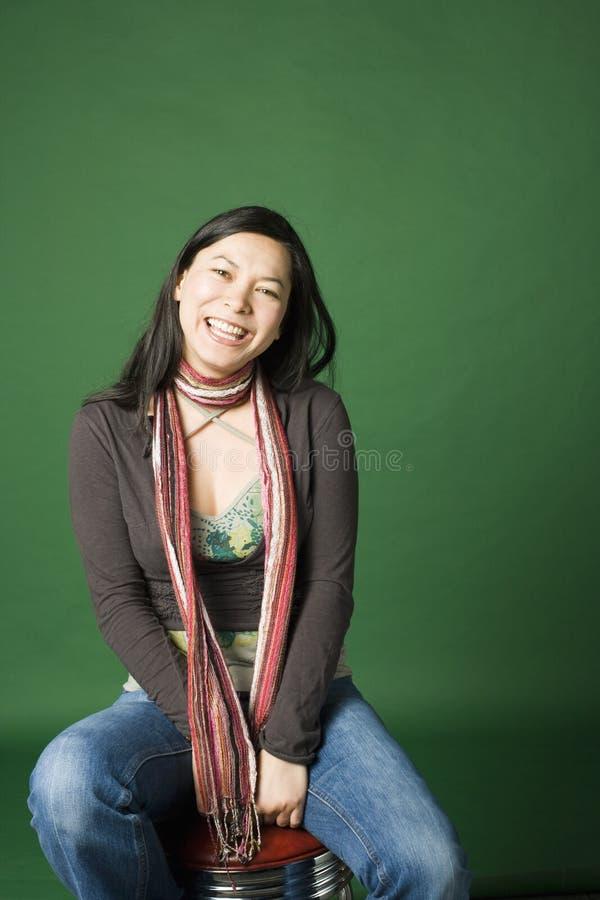 Portrait einer jungen Asiatisch-Amerikanischen Frau stockfotografie