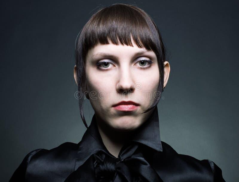 Portrait einer jungen Frau stockbild