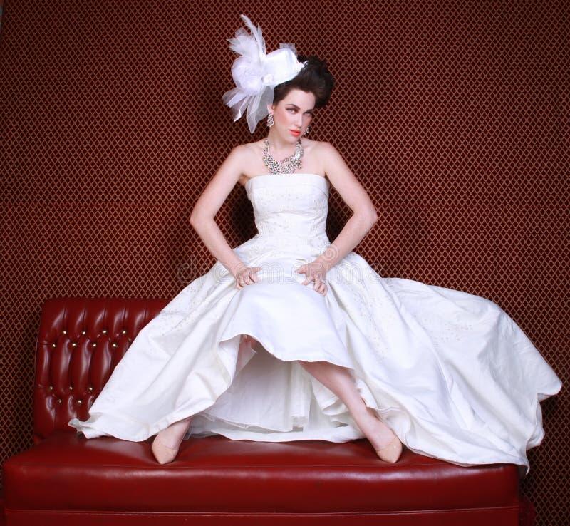 Portrait einer jungen Frau, die heiratet lizenzfreie stockfotografie