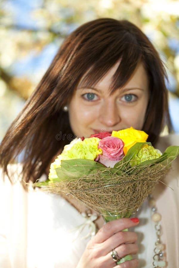 Portrait einer jungen schönen Braut lizenzfreies stockfoto