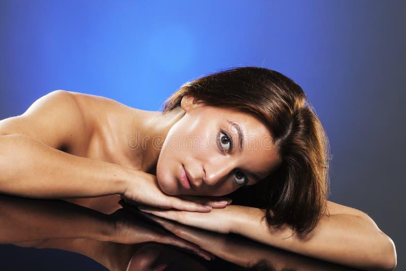 Portrait einer jungen schönen Frau stockfoto