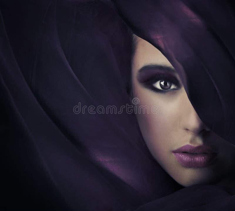 Portrait einer jungen Schönheit lizenzfreies stockbild