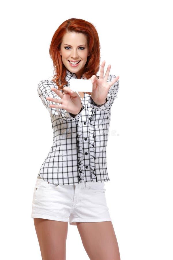 Portrait einer Kartenhalter Redheadfrau stockbilder