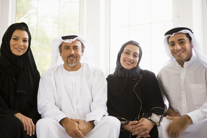 Portrait einer nahöstlichen Familie stockbilder