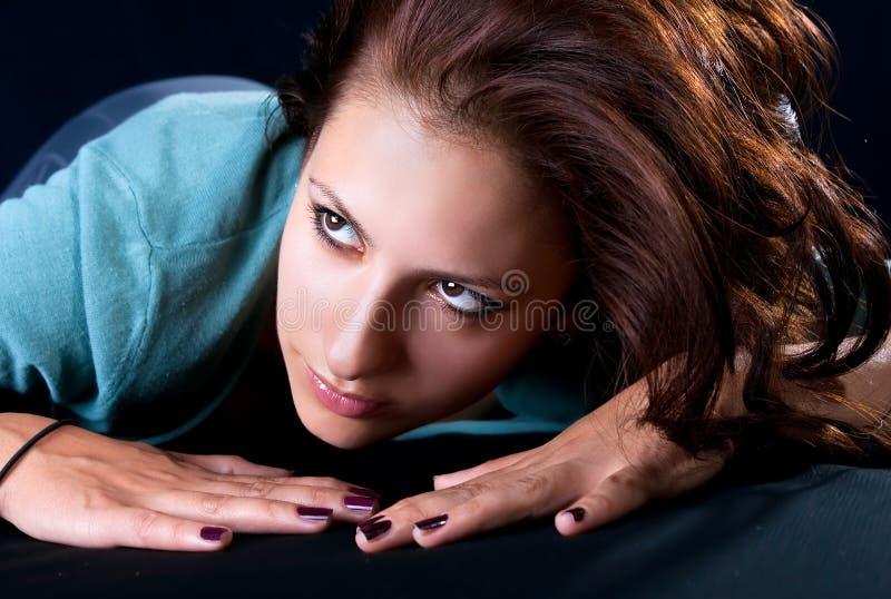 Portrait einer recht jungen Frau stockbild
