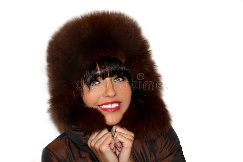 Portrait einer recht jungen Frau in einem Pelzhut stockfoto