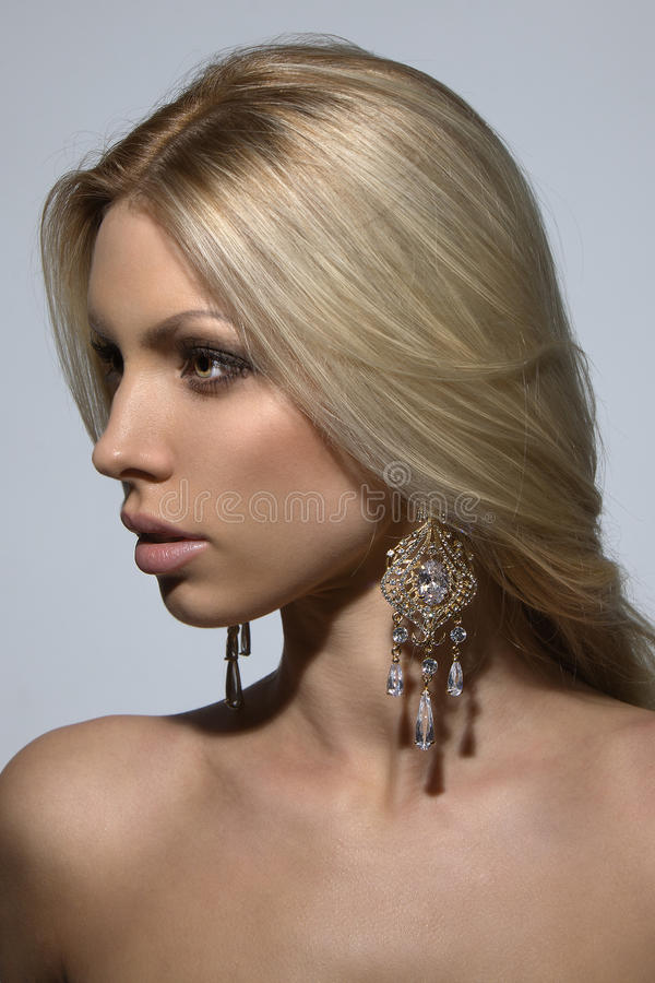 Portrait einer schönen Blondine stockbilder