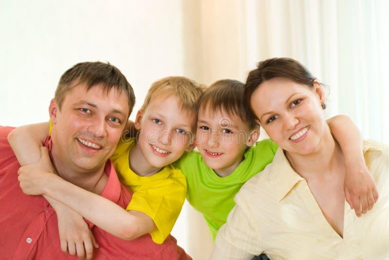 Portrait einer schönen Familie stockfotografie