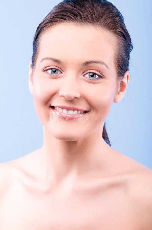 Portrait einer schönen glücklichen Frau lizenzfreies stockbild
