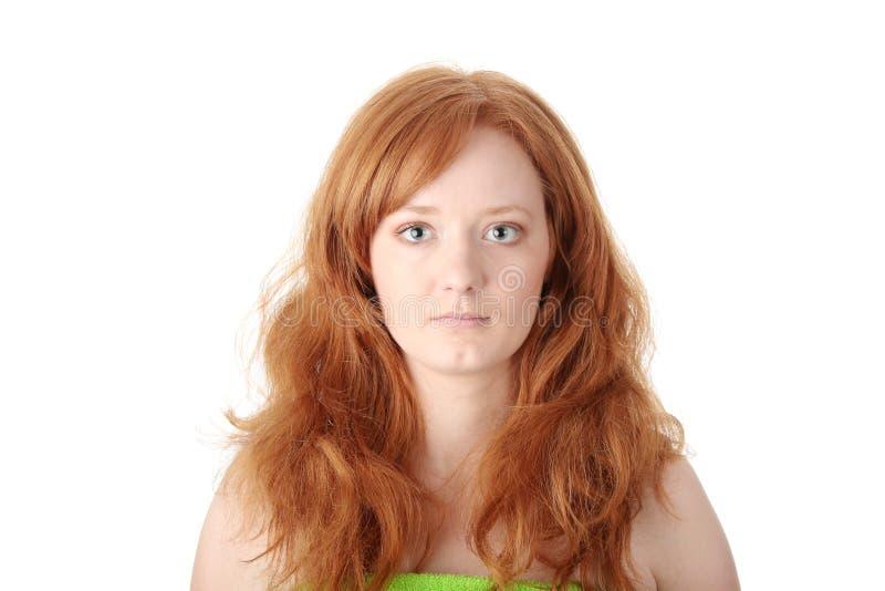 Portrait einer schönen Redheadfrau stockfoto