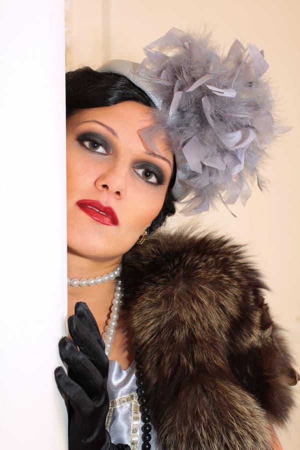 Portrait einer schönen stilvollen Frau stockfotografie