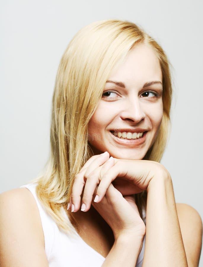 Portrait einer sinnlichen jungen blonden Frau stockbild