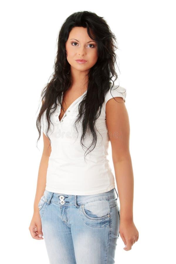 Portrait einer Stellung der jungen Frau. lizenzfreie stockfotografie