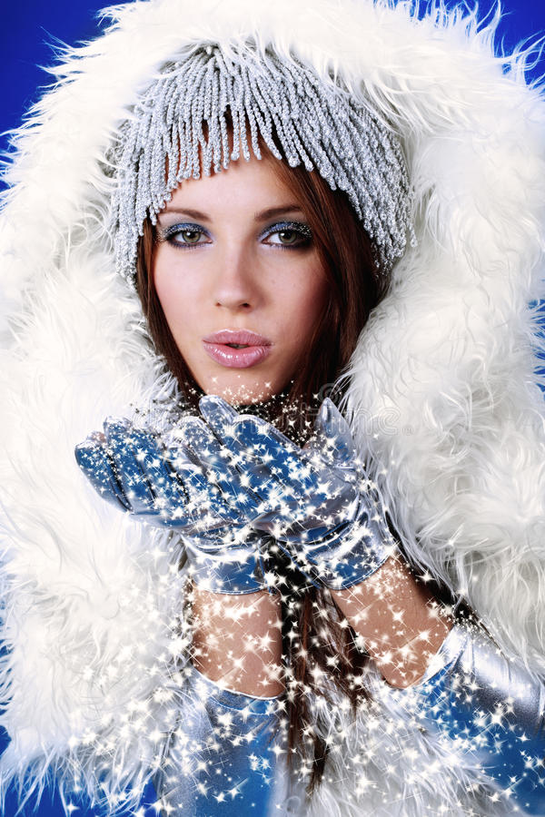 Portrait einer Winterfrau, lizenzfreie stockfotografie
