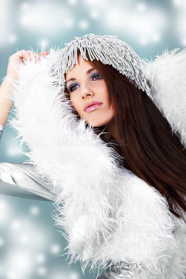 Portrait einer Winterfrau stockfoto